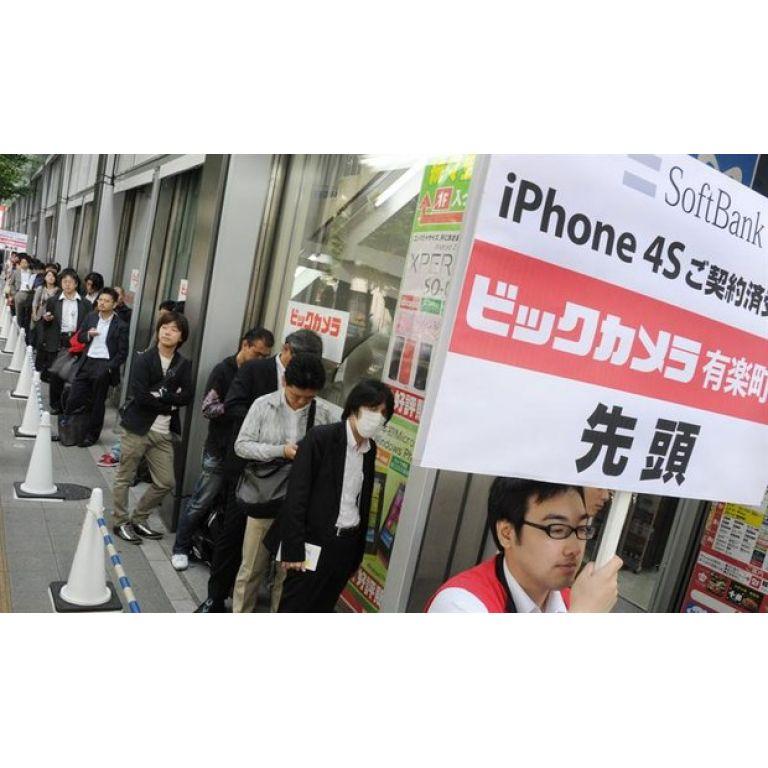 Largas filas en Tokio para poder adquirir el nuevo iPhone 4S