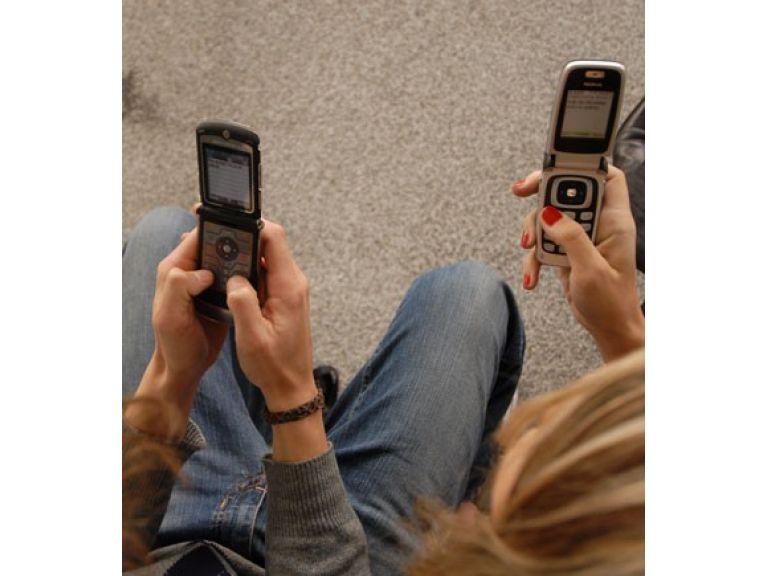 Los SMS encabezan el alza de los servicios públicos.