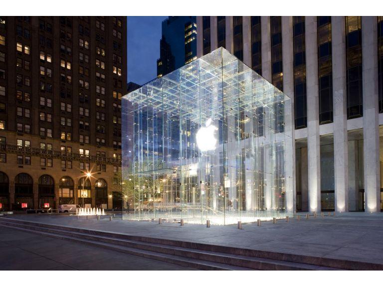 Apple cierra sus tiendas por algunas horas en homenaje a Steve Jobs