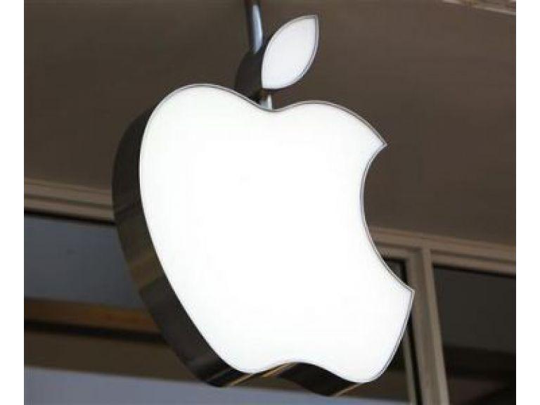 Autorizan demanda contra Apple por permitir seguimiento de usuarios.