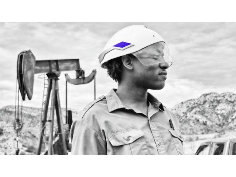 Un casco de seguridad para trabajadores con realidad aumentada