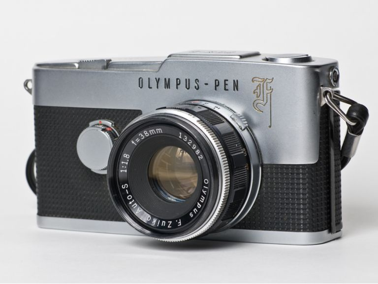 La cámara Olympus Pen-F está de vuelta pero ahora es digital